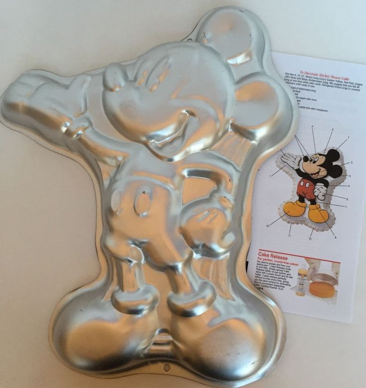 1000+ Ideas About Mickey Mouse Cake Pan On Pinterest