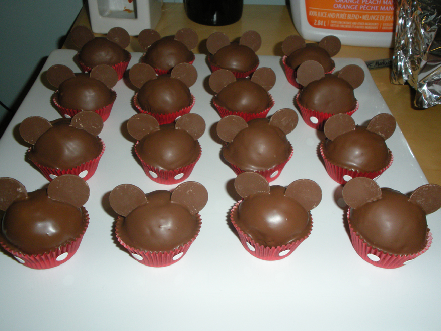 Leaf'nllily Jewellery  Hello Kitty Cake Pops And Mickey Mouse Cake
