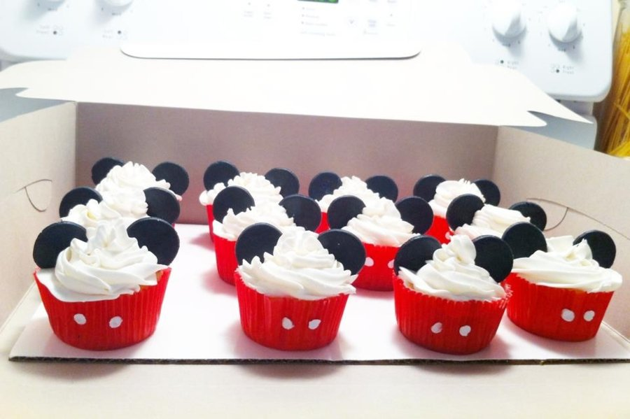 Mickey Mouse Cup Cakes