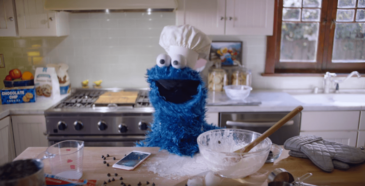 Cookie Monster Uses Siri In Apple's Latest Iphone 6s Ad