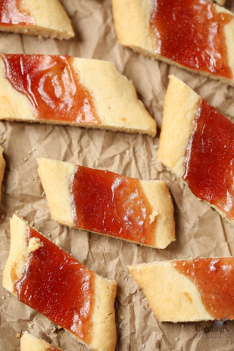 Melt In Your Mouth Shortbread Cookies Log With Jam Center