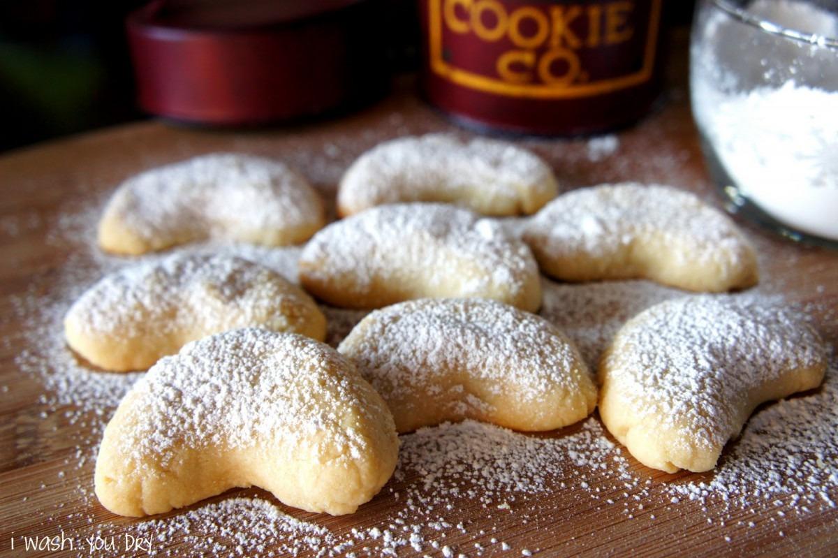Almond Crescent Cookies Recipe