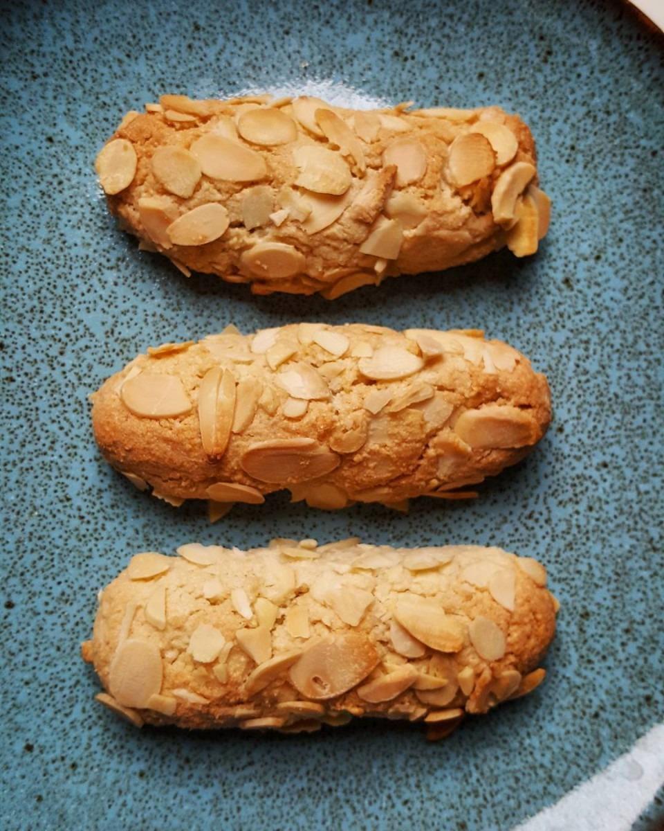 Greek Almond Cookies (amygdalota) • Pomonis Com