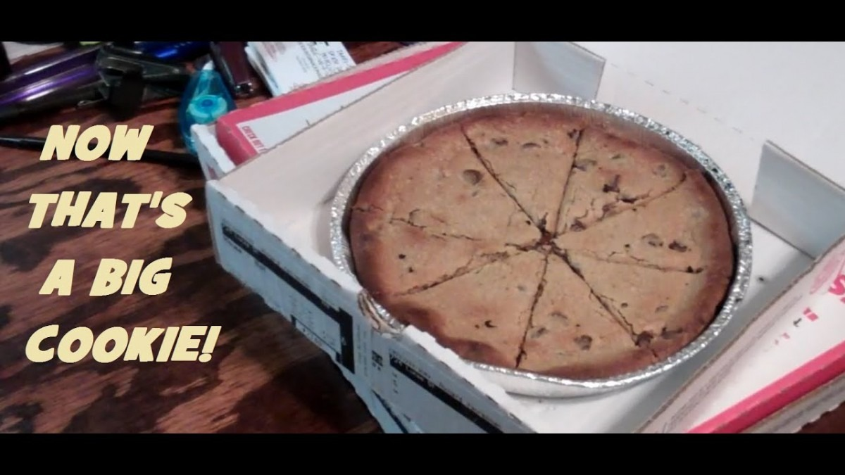 Papa Johns Pizzas & Chocolate Chip Cookie Review