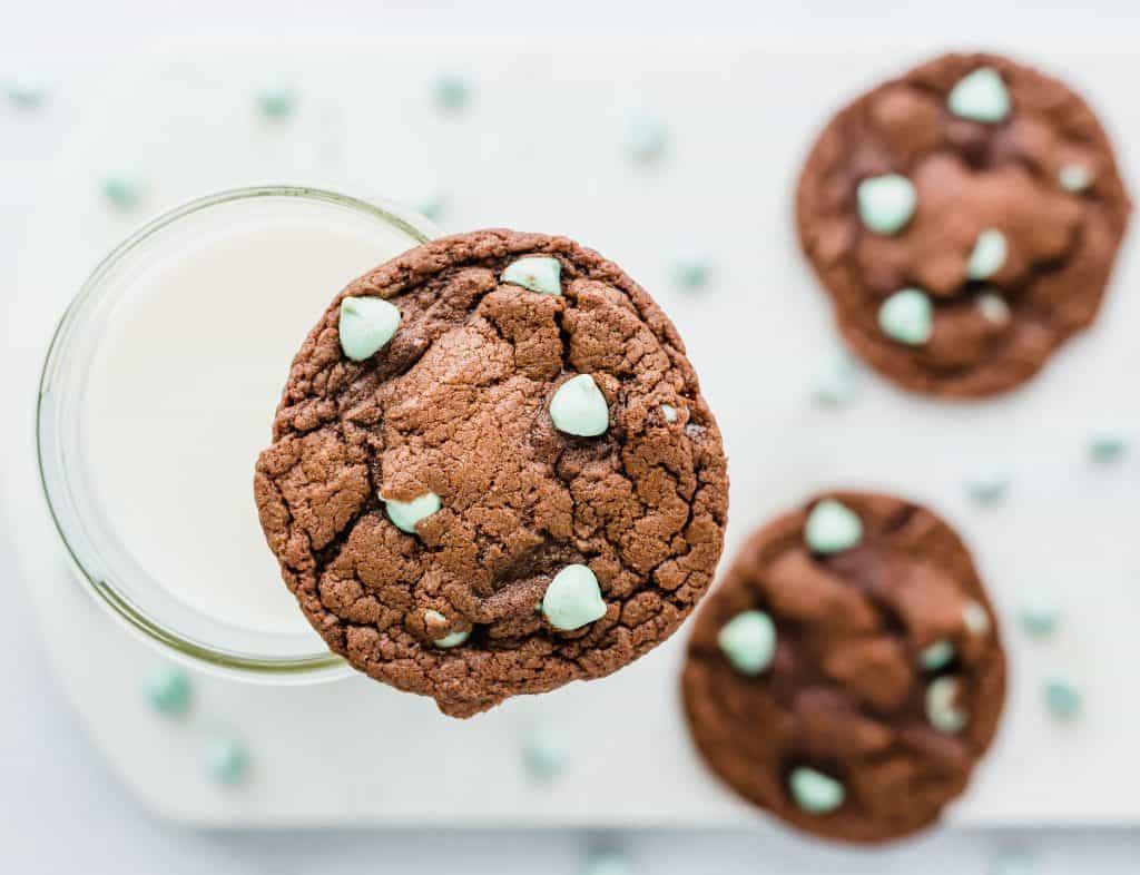Devil's Food Mint Chip Cake Box Cookies