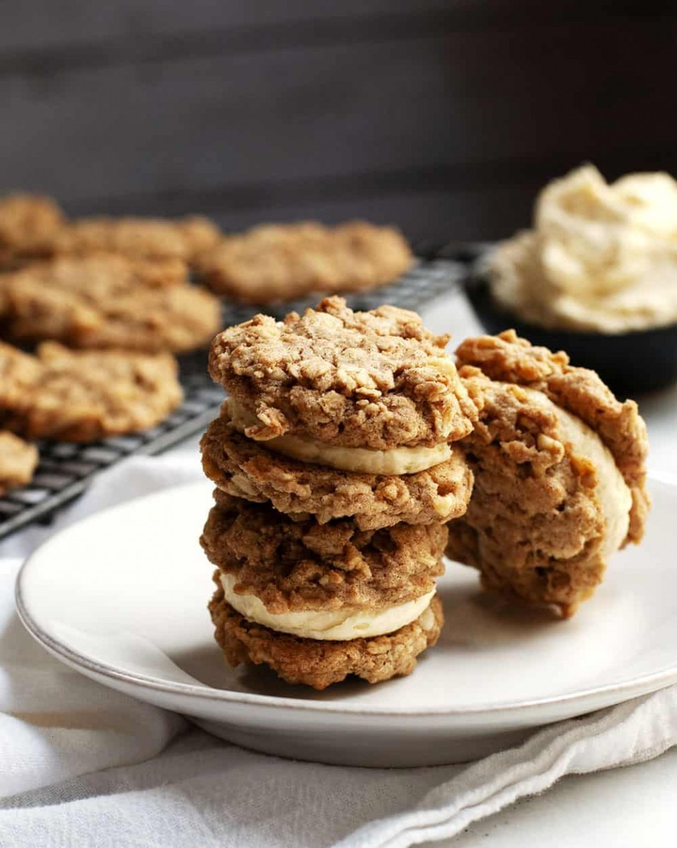 Oatmeal Sandwich Cookies With Vanilla Buttercream