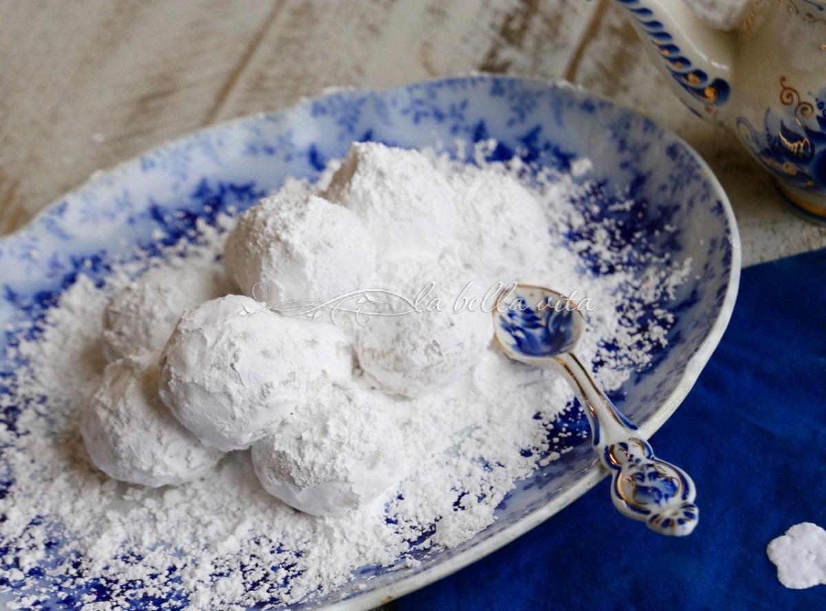 Greek Wedding Cookies Kourabiethes   Kourabiedes From La Bella