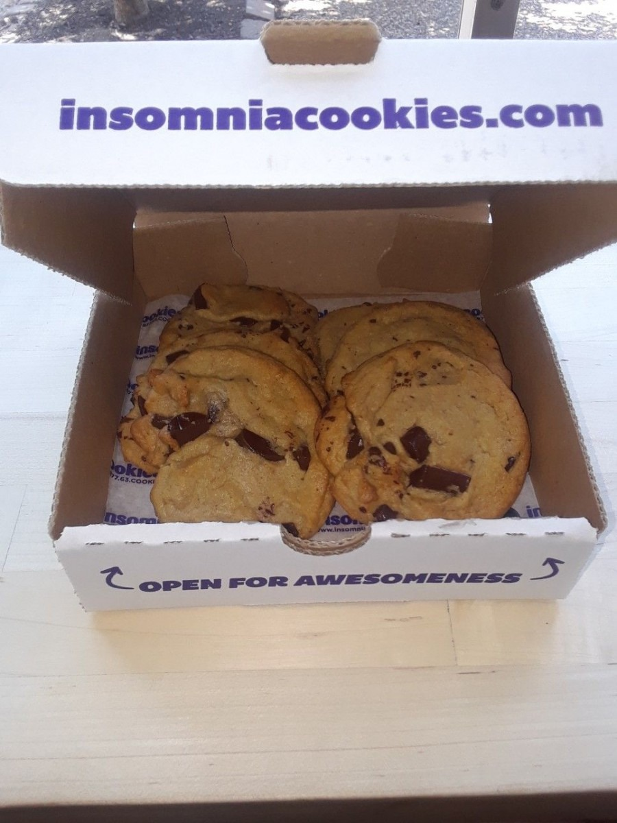 Insomnia Cookies, St Louis,mo Chocolate Chip Cookies