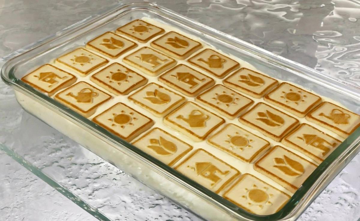 Banana Chessman Cookie Pudding