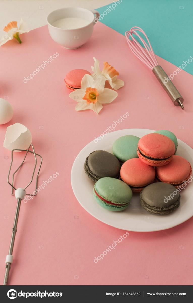 Cookies Crema Sobre Fondo Rosa — Foto De Stock © Vova130555@gmail