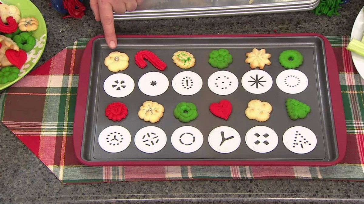 Cooksessentials Electric Cookie Press W  12 Discs & 3 Icing