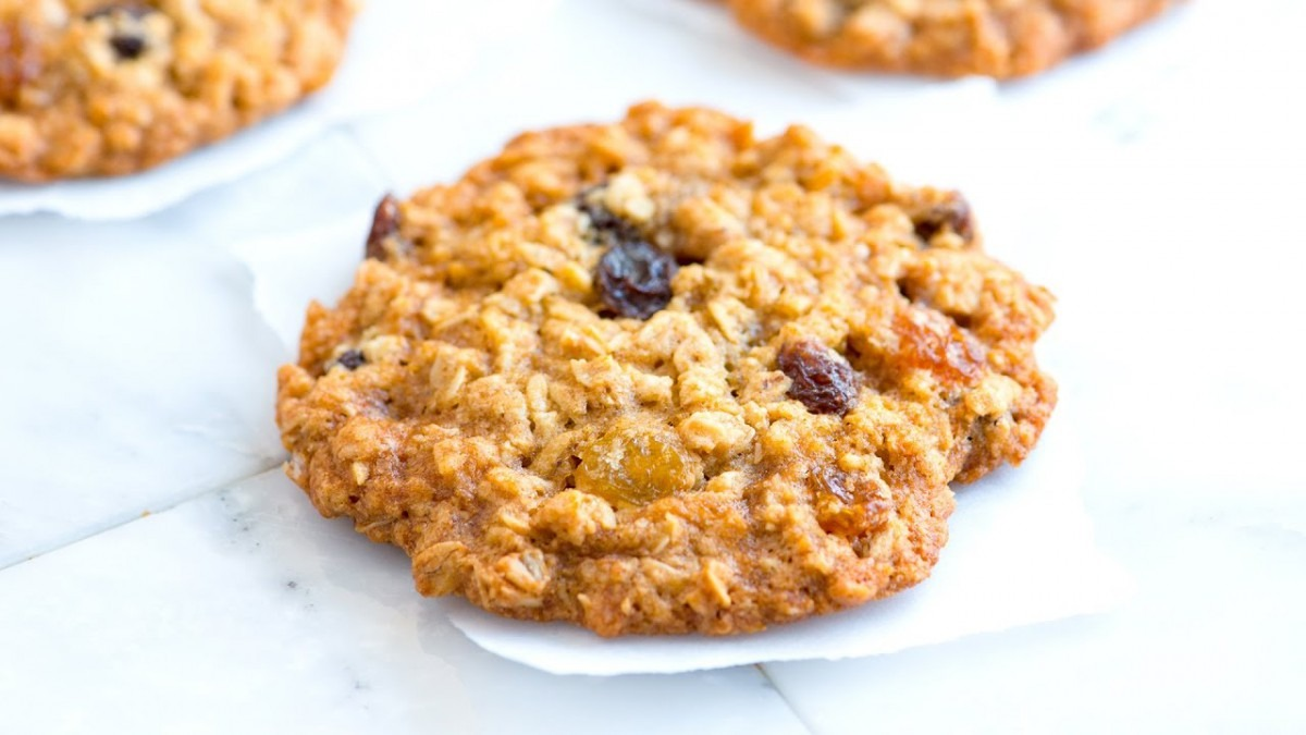 How To Make Soft And Chewy Oatmeal Raisin Cookies