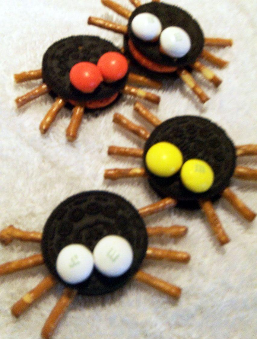 Halloween Oreo Cookie Treat Spider Snacks