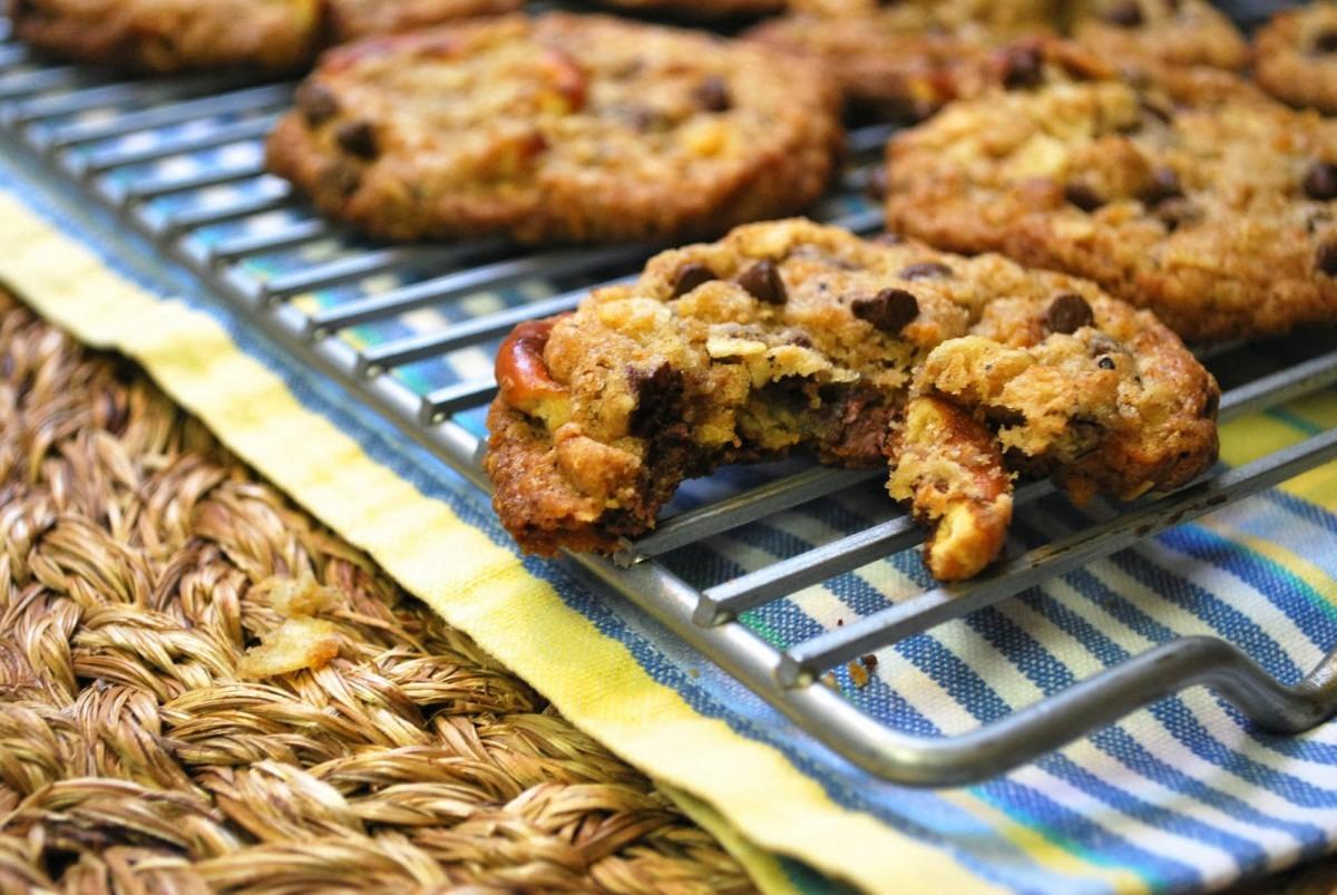 Momofuku} Compost Cookies