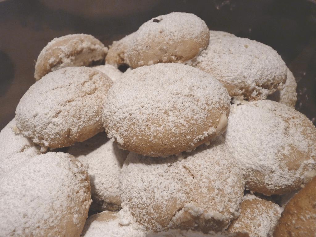 Greek Holiday Cookies – Kourabiedes Recipe