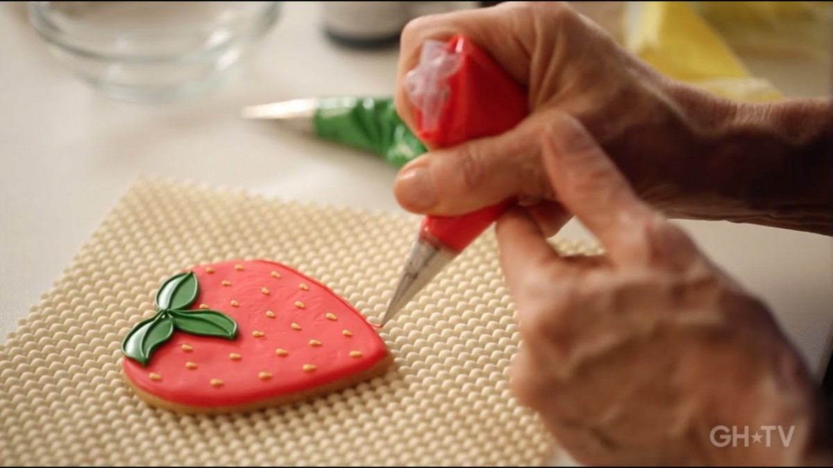 Learn To Decorate Cookies Like A Pro!