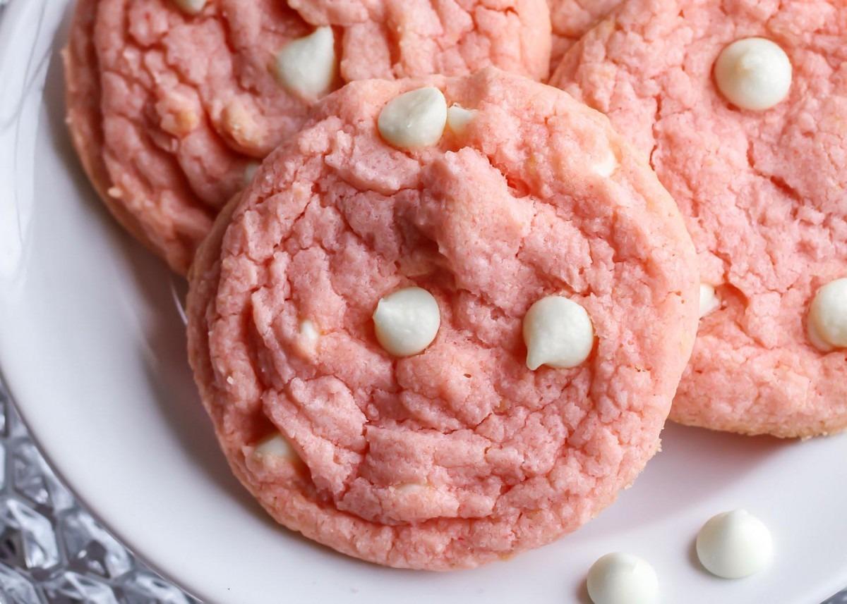 Strawberries & Cream Pudding Cookies (+video)
