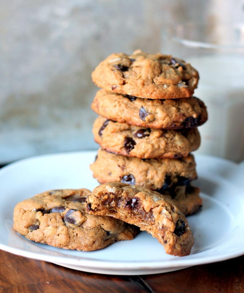 Peanut Butter Oatmeal Chocolate Chip Cookies {flourless, No Butter