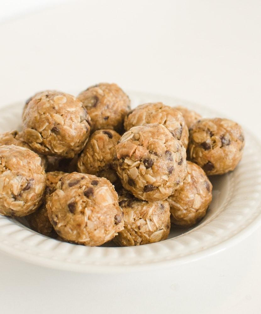 Peanut Butter Chocolate Chip Oatmeal Balls