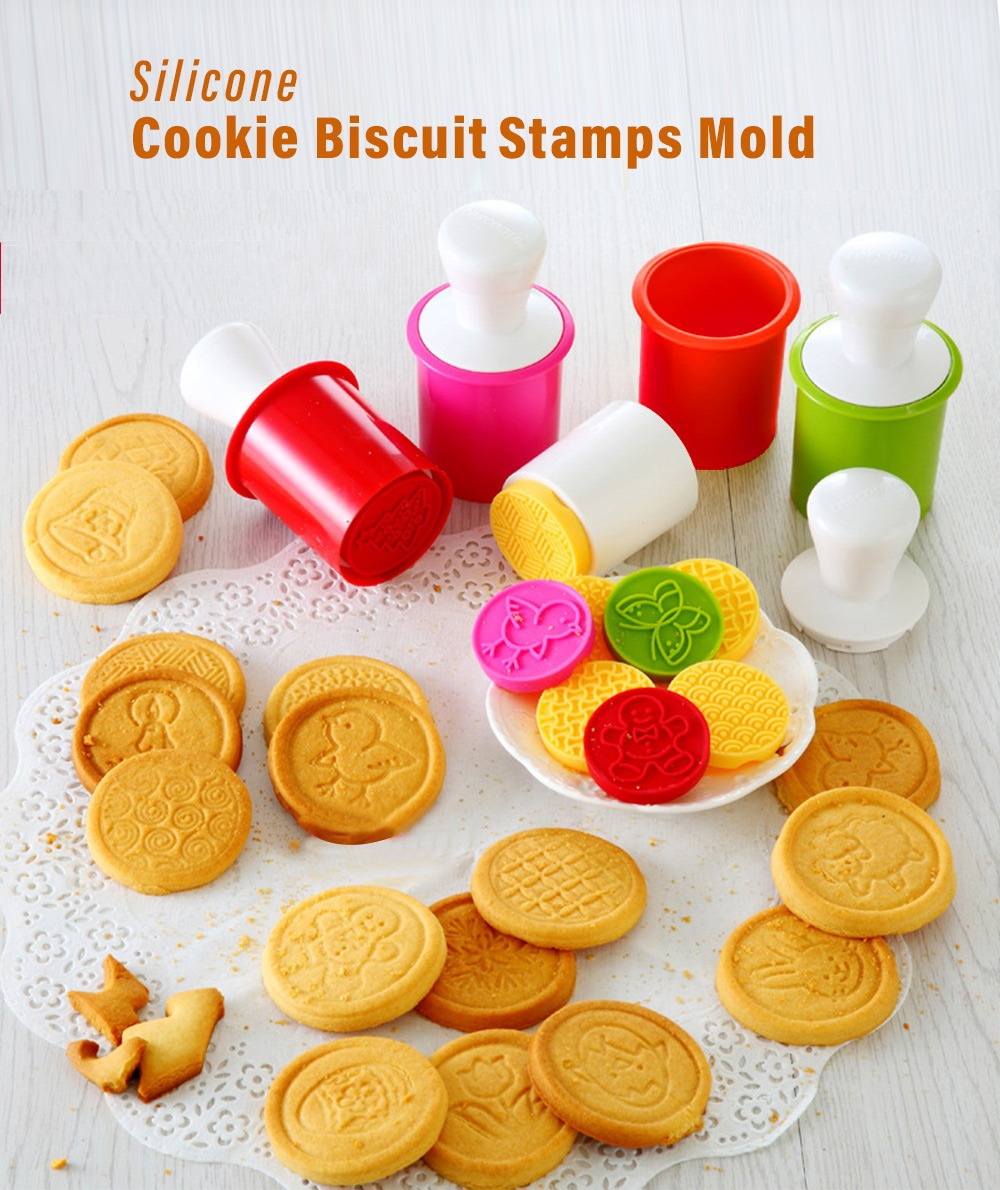 6pcs Christmas Cookie Stamp Biscuit Mold Cookie Plunger Cutter Diy