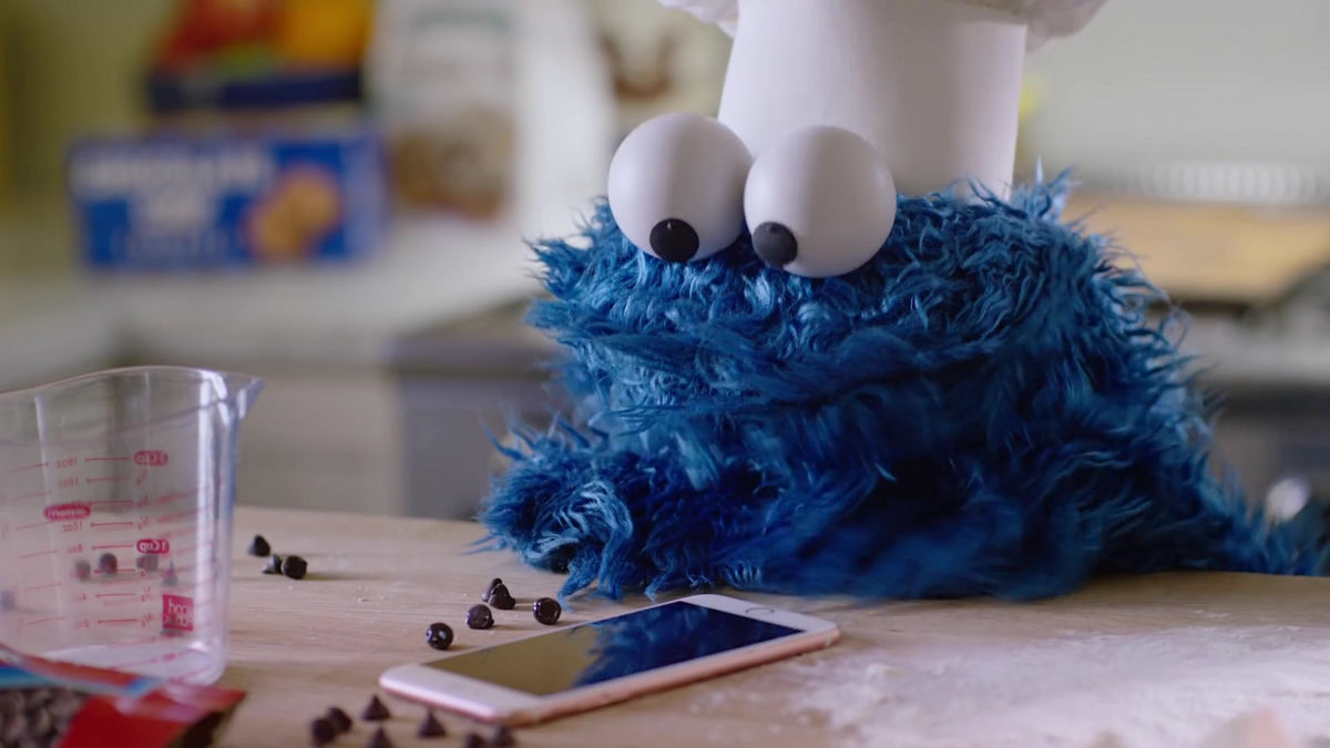 Cookie Monster Launches Siri On Iphone And Burns Cookie With Voice