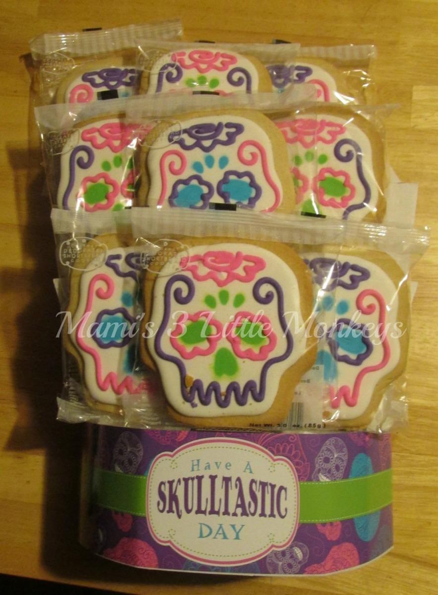 Mami's 3 Little Monkeys  Corso's Cookies Skulltastic Cookie