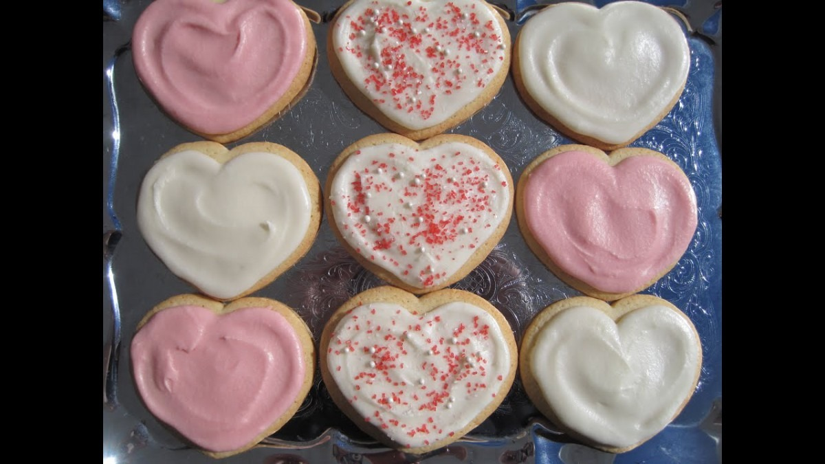 Buttercream Frosting For Valentine's Day Sugar Cookies