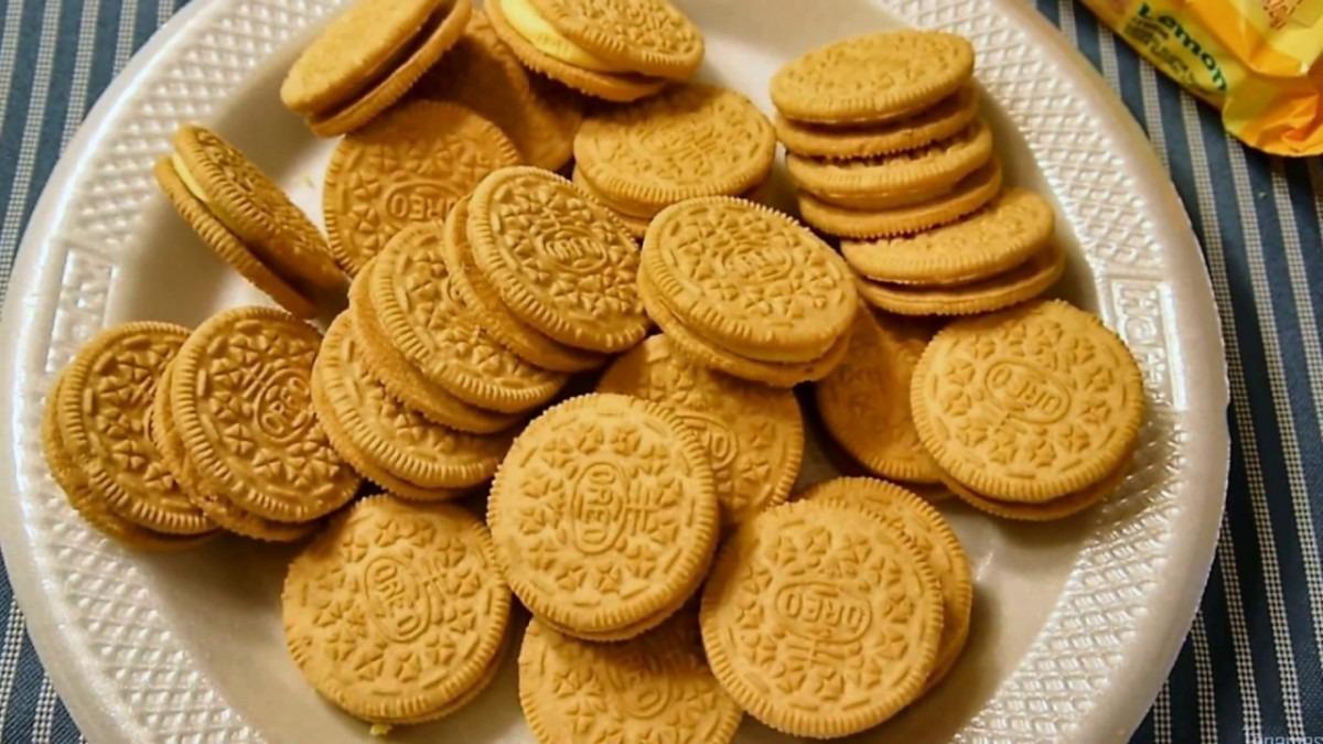 I Eat Oreo Lemon Creme Sandwich Cookies