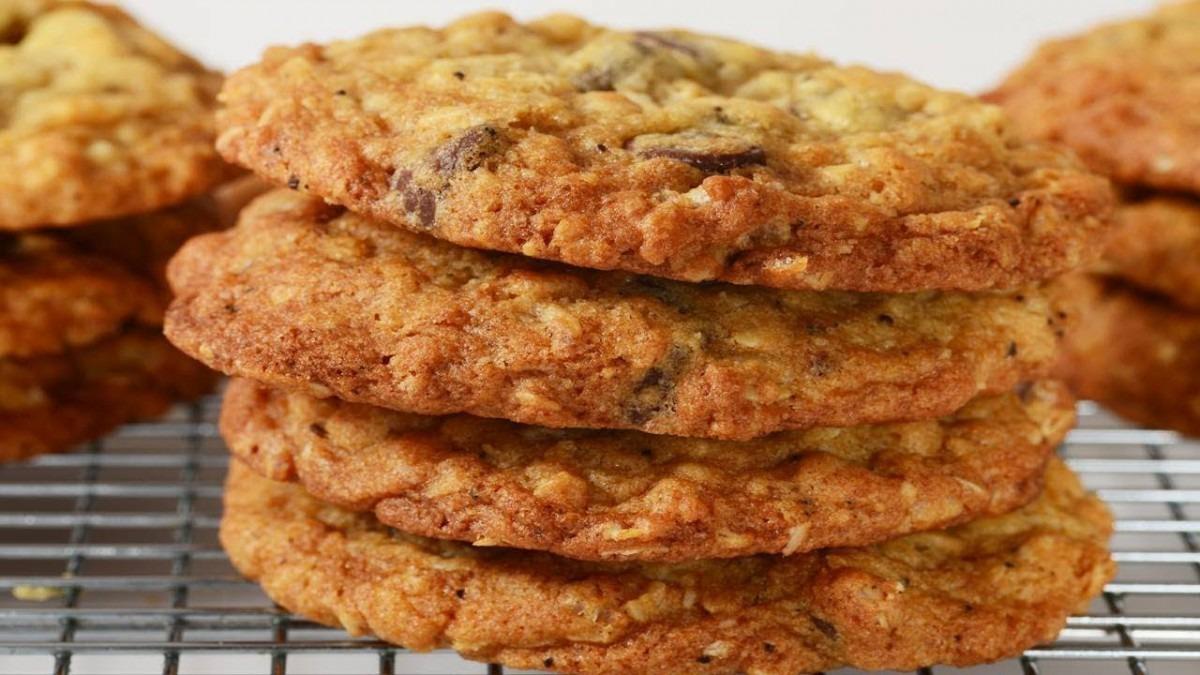 Crispy Oatmeal Cookies Recipe Demonstration