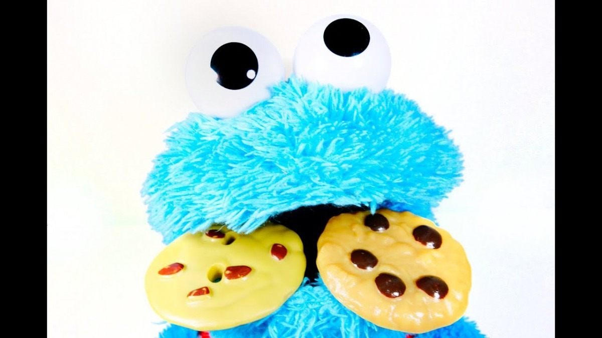 Talking Cookie Monster Is Hungry For Cookies! Let's Feed Him