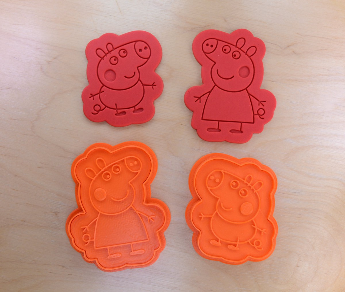 Medium Size Peppa Pig And George Cookie Cutter And Stamp Set