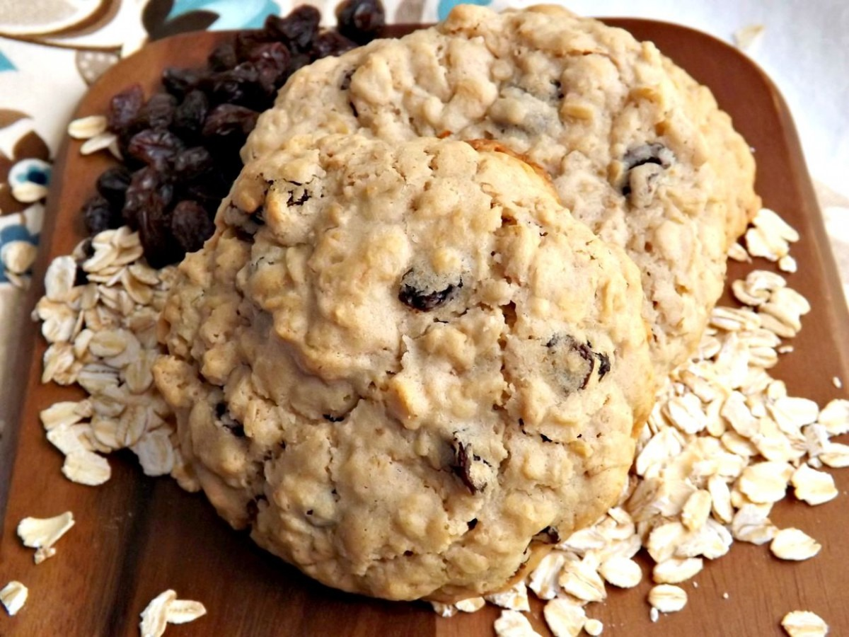 Old Fashioned Chewy Oatmeal Raisin Cookies